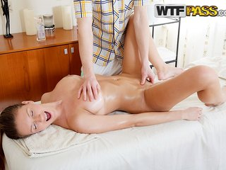 Cock-hungry babe goes for erotic massage with sex